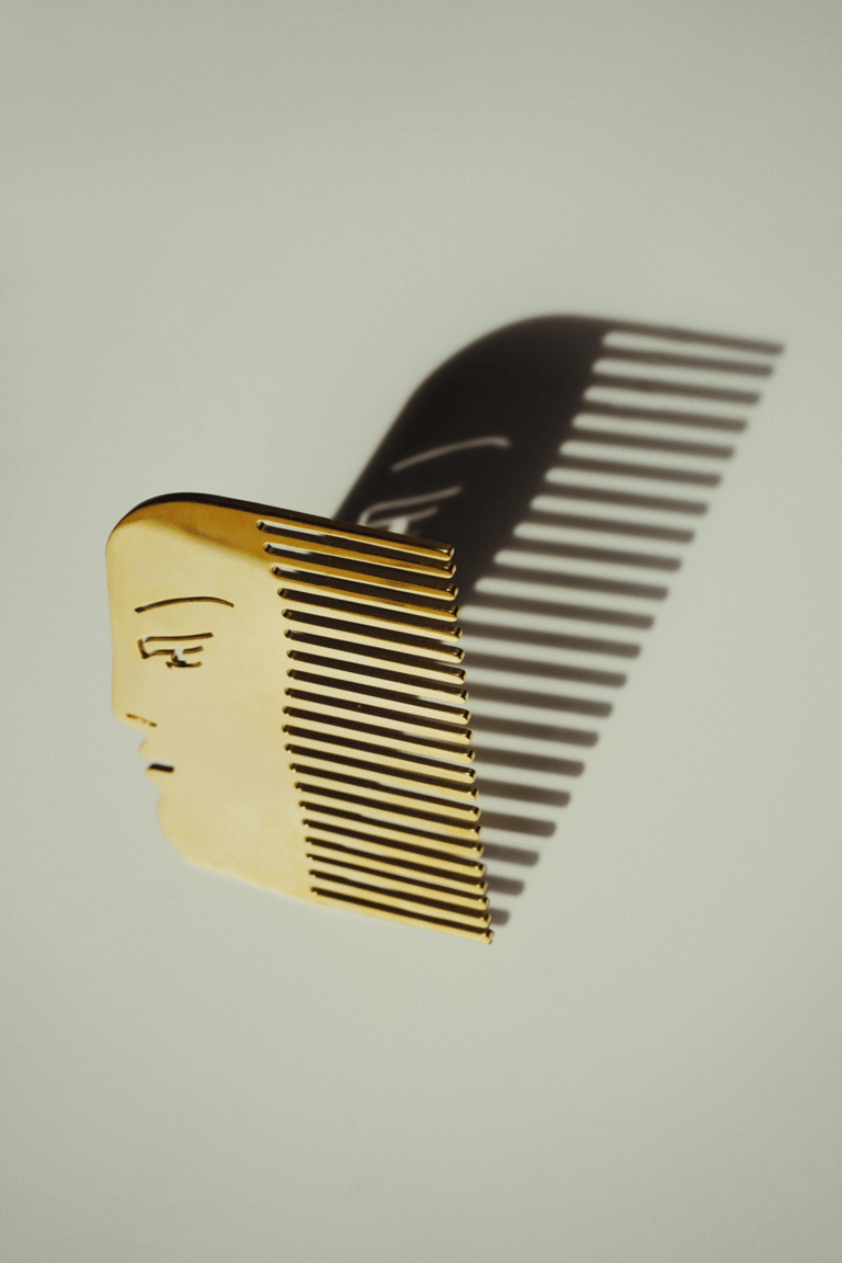 Face Comb - curated by.